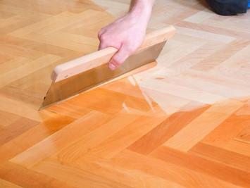 Масло для дерева: зачем обрабатывать древесину маслом?