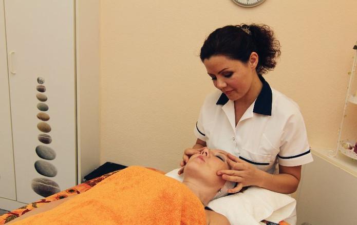 Chiropraxis Schwall, Chiropraktik, Osteopathie, Massagen in Köln, Jamila Wejt