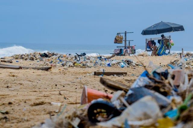 plastic-accumulates-on beach