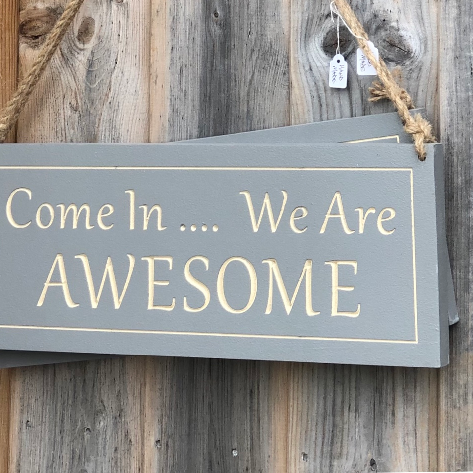 WOODEN SIGNS AND WALL HANGINGS
