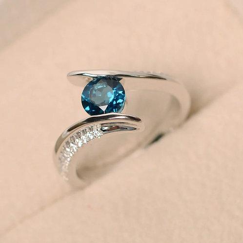 Exquisite Silver Round Cubic Zirconia Blue Stone Ring