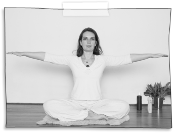 SS-Yoga%201%20Janni_edited.png