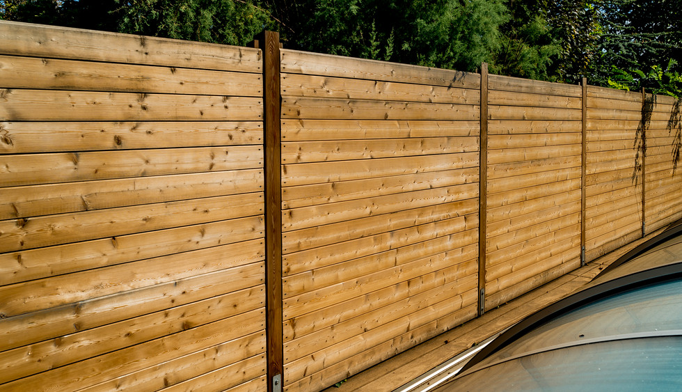 Holzzaun Sichtschutz für Poolbereich