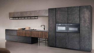 Exklusive Küche Edelstahl gebürstet mit moderner Kochinsel