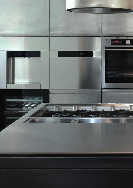 Architekten Küche und moderne Kochinsel aus Edelstahl