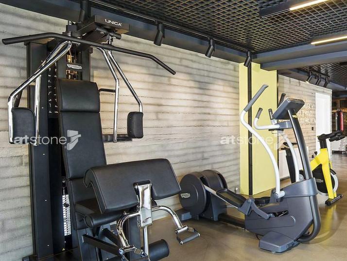 Fitnesscenter Betonwand