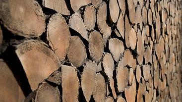 Wandverkleidung mit GFK Holzstappelpaneele