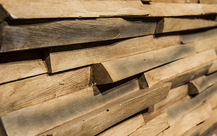 Dreidimensionale Kunsholzpaneele für exclusive Wandverkleidungen in Holzoptik