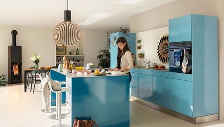 Emaillierte Designküche aus Stahl mit moderner Kochinsel