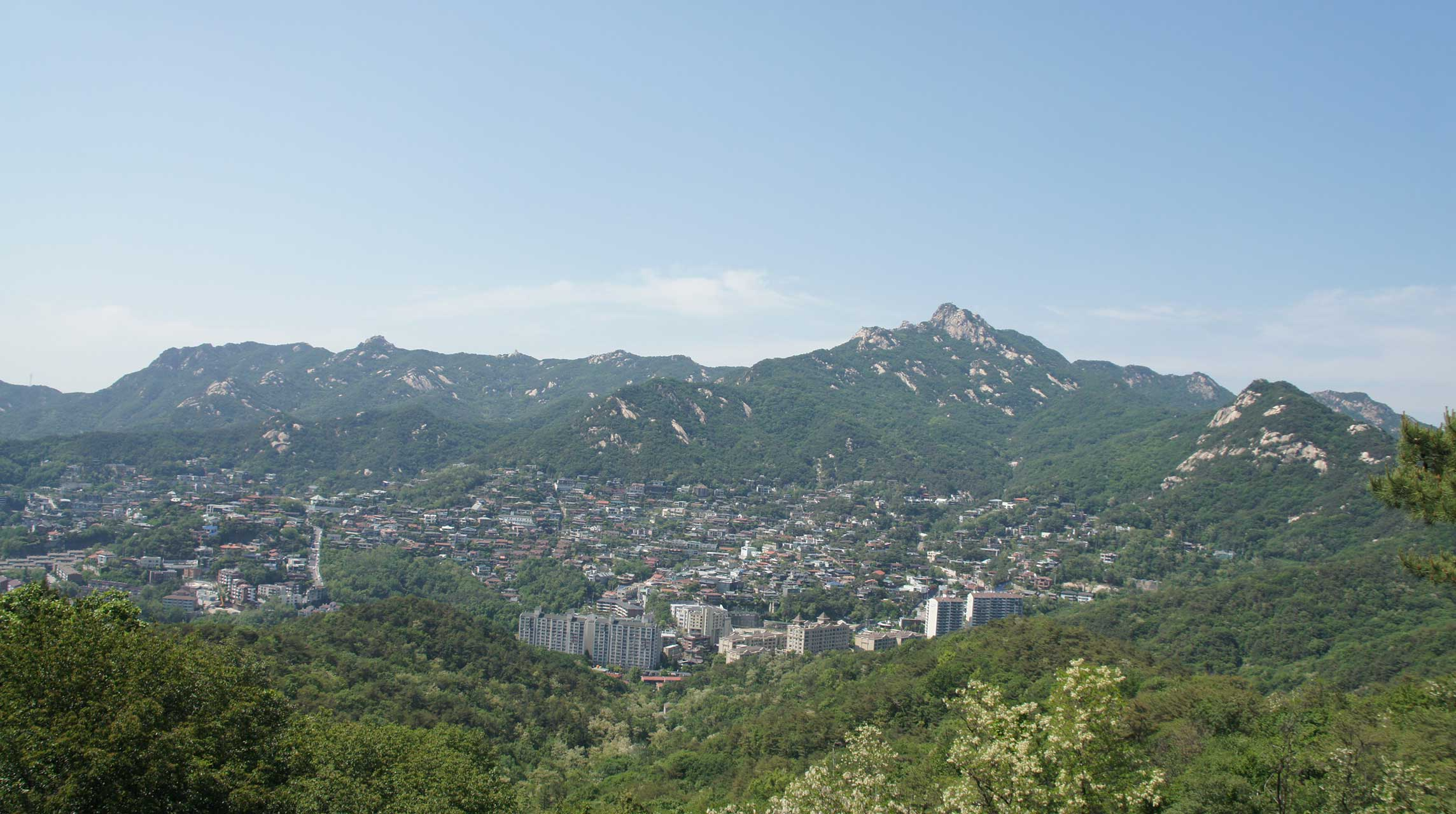 On-top-of-mountain_Seoul