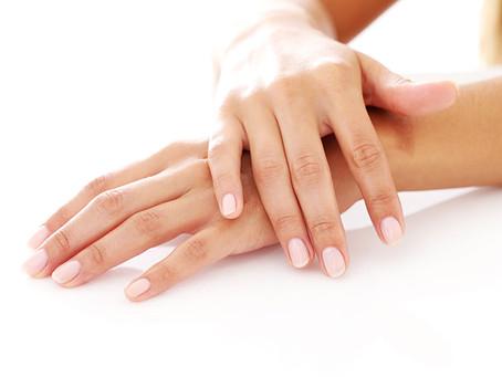 Las manos, el espejo de nuestra edad