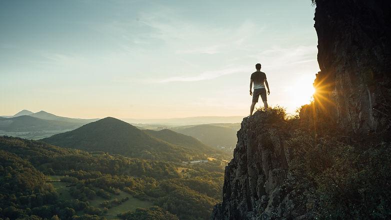 Travel man tourist alone on the edge cli