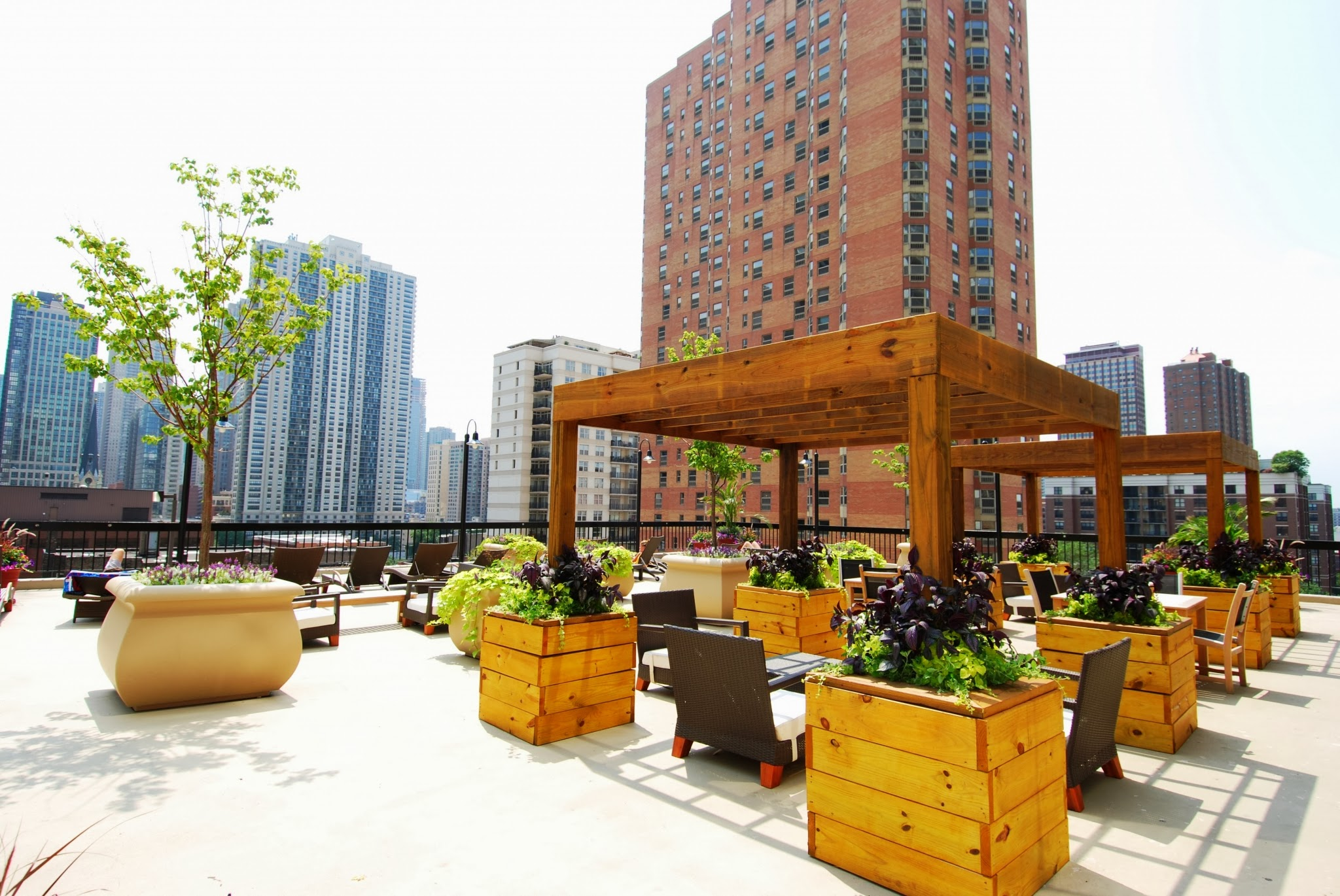 One East Delaware Apartments in Chicago, IL_Sundeck.jpg