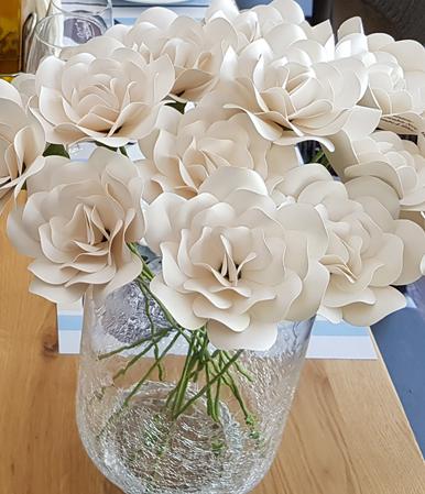 Trandafiri de oferit la sfârsitul patrecerii la comanda