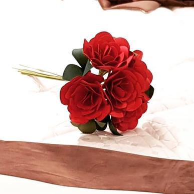 Buchet de trandafiri rosu - 5 fire Disponibil la magazinul Mobexpert Băneasa & Pipera