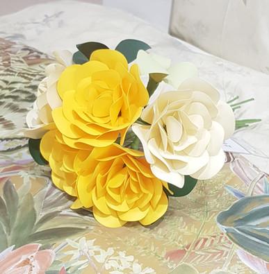 Buchet de trandafiri galben - 5 fire Disponibil la magazinul Mobexpert Băneasa & Pipera
