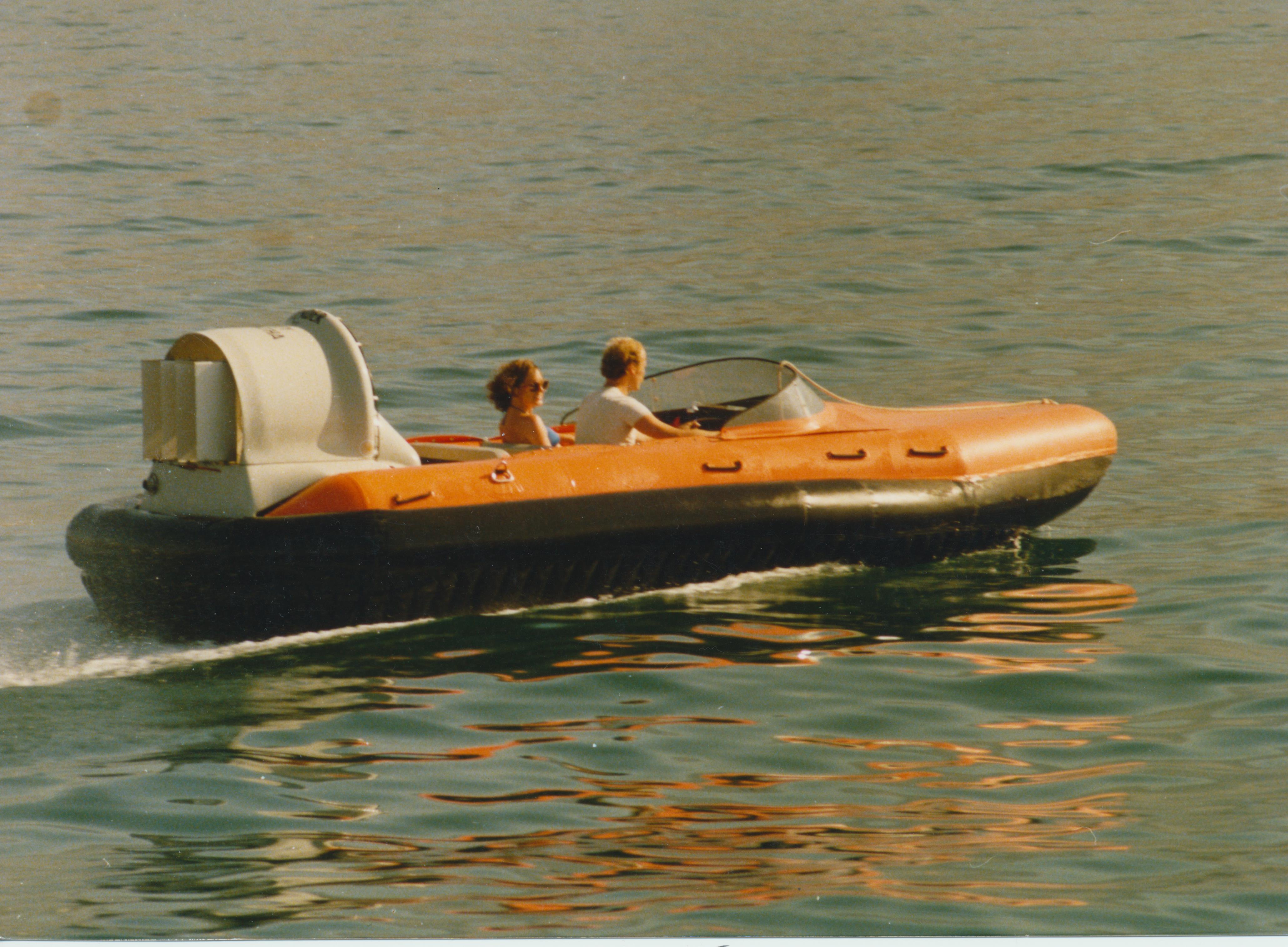 Hovercraft Travel Speedboat