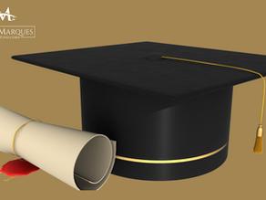 Faculdade deve indenizar estudante após atraso de quase cinco anos para entrega do diploma