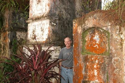 Phil-in-crypts-at-El-Cavario-Coban-Bette