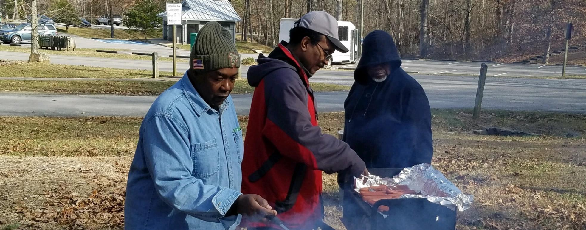 men_grilling