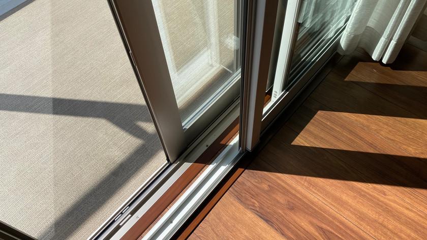 ペアガラス採用、また内側にもサッシがあり二重サッシとなっております。