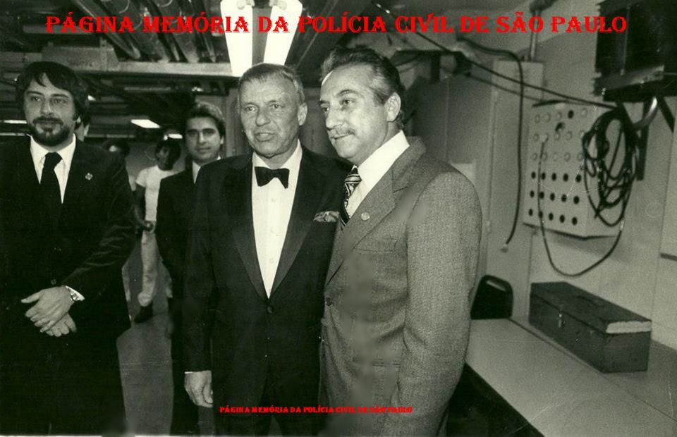 Equipe da segurança do cantor Frank Sinatra por ocasião de sua temporada em São Paulo, em 1.981. À partir da esquerda, Investigadores Jose Roberto Arruda e Mauricio Freire Lemos (hoje ambos Delegados); Frank Sinatra e Delegado Airton Martine.