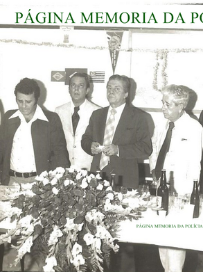 Da esquerda para a direita, Reporteres Paladino e Cabral; Delegado Geral de Polícia Tácito Pinheiro Machado; ao lado o Coronel Mero Mendes Ferreira, Coordenador da antiga CIOP do Gabinete do secretário; Investigador Sotto e Cicero Bucci.