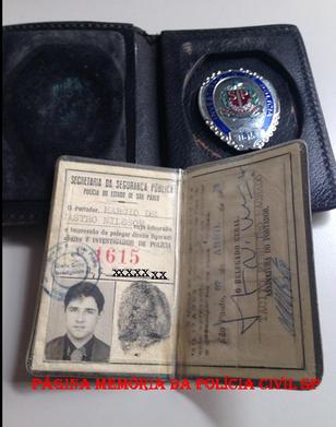 """Carteira Preta e distintivo do """"Corpo de Segurança de São Paulo"""" do então Investigador Márcio De Castro Nilsson (hoje Delegado Titular do 36º DP do DECAP (Vila Mariana)."""