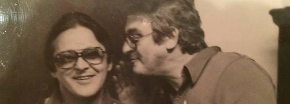 """Investigadores Ivano e Meninão, Delegacia de Estelionato- DIG- DEIC, final da década de 70.  http://memoriadapoliciacivildesaopaulo.com/ Acervo Investigador Sebastiao Pereira """"Tião""""."""