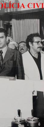 """Equipe de investigadores do 27º DP do DEGRAN, na década de 60. Sávio Fernandes Monte (chefe de terno cinza e gravata escura). De camisa preta ao fundo, o Taubaté; ao lado, calvo """"Ratinho"""" e atrás Nelson Pintado. Ao lado do Sálvio, está o investigador Newton de Moraes Coelho (de óculos) e entre eles no fundo, o """"Petisco"""". Acervo do filho Paulo Monte."""