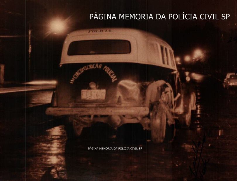 Viatura da 11º Circunscrição Policial da 1ª Delegacia Auxiliar, da década de 60, após ser avariada em seu flanco traseiro direito, em acidente de trânsito de pequena monta.