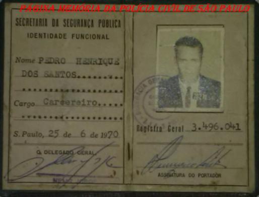 """Carteira Funcional de Carcereiro de Pedro Henrique dos Santos """"Azeitona"""", que posteriormente passou para Investigador e trabalhou no Município de Jacareí/SP, assinada pelo DGP Nemr Jorge, expedida em 25/06/1.970. ( Acervo do neto Pedro Henrique dos Santos Neto)."""