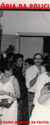 """Confraternização de final de ano no SIE- Serviço de Investigações Especiais- DISCCPAT- DEIC. À partir da direita o Delegado Newton Brasil """"in memoriam"""", (?), de bigode o Perito Criminal Azzoline, Investigador Silas Nicoletti """"Índio"""", Investigadora Aparecida Rodrigues Costa """"Cida"""", Escrivã Sueli """"in memoriam"""" e (?)."""