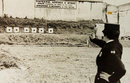 Polícia Feminina (instrução de tiro no Clube de Regatas Tietê, anos 50).
