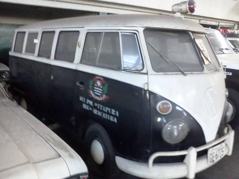 Viatura VW Kombi, da cidade de Itapura, década de 70. ( Enviado pelo Investigador de Polícia Rogerio Ross da ACADEPOL).