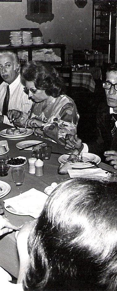 Almoço de confraternização do aniversário do Delegado Geral de Polícia na época Dr. Celso Telles, em 1.977. Da esquerda para direita: Delegado Alberto Corazza, ao fundo o Delegado Washington de Carvalho, ao lado o calvo é o Delegado Fernando Vilhena, ao lado a direita Dr. Celso Telles (ex- DGP), Dr. Arnaldo Siqueira (ex Diretor do IML) Dr. Mário Calais, Sra Flávia Satiro, Mario Simone Neto (estes dois já falecidos também) e o Dr. Antonio Fasol. (enviado pelo amigo Carlos Eduardo Lopes de Albuquerque - Chefe de Seção do antigo DEPC - hoje aposentado).
