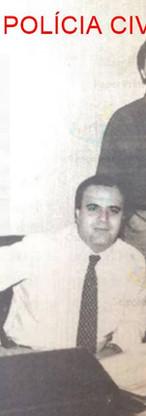 Sentado Delegado Aldo Galeano, de blusa preta o Investigador Osvaldo Nico Gonçalves (hoje Diretor do DECADE) e a esquerda o Investigador Walter, e a direita Dr Eduardo Gobetti, no início da década de 80.