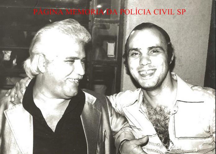 "Investigadores de Polícia da DISCCPAT, Victor Jose de Almeida ""Victor Cabelo Branco"" e Jonas Viera de Melo Filho, na década de 70."