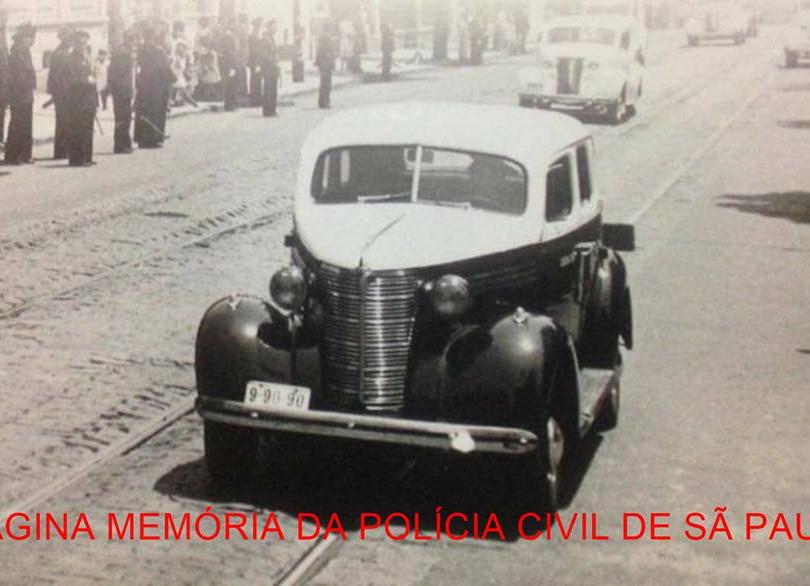 Viatura marca Chevrolet, ano 1.938 da Superintendência da Rádio Patrulha da 6ª Divisão Policial , dirigida por Delegado de Polícia, que acionava as viaturas tanto da Guarda Civil como da Força Pública.