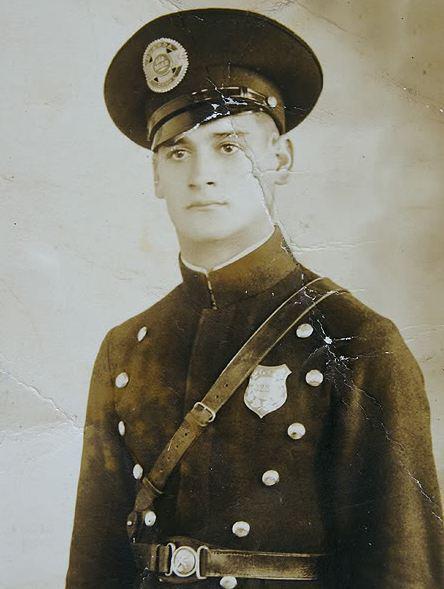 Imagem de um Guarda Civil (guarda n° 7176 Eduardo), em 1936.