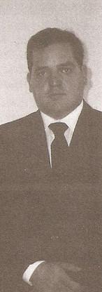 Dr. Maurício Guimarães Soares. Ingressou na Instituição como escrivão, na década de oitenta. Delegado da turma da 1989, foi titular por muitos anos da Delegacia Anti-Sequestro, tendo participado de diversos casos de repercussão nacional. Professor da Academia de Polícia. Hoje é delegado de classe especial, divisionário no DPPC. A imagem é de 1996.