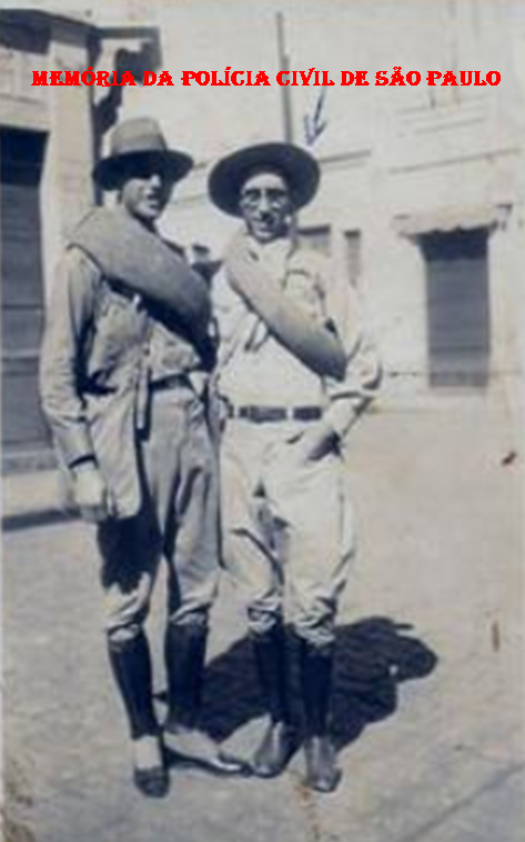 """Investigador de Polícia do Corpo de Segurança do Estado dos Negócios da Segurança Pública de São Paulo- Gabinete de Investigações (posterior DI e atual DEIC), Joaquim Norberto de Toledo Junior """"Quincas ou Quinzinho"""", como era mais conhecido, nasceu em São Pedro, estado de São Paulo,em 19 de setembro de 1906. Alistou-se como voluntário em 16 de julho de 1932, em Piracicaba, no 1º Batalhão Piracicabano, sob o nº 1.079 do 4º B.C.R. e 2ª Cia. do 6º R.I . Ficou conhecido entre os colegas da Revolução de 1.932 como """"Quincas Gaiteiro"""", porque gostava de tocar gaita."""