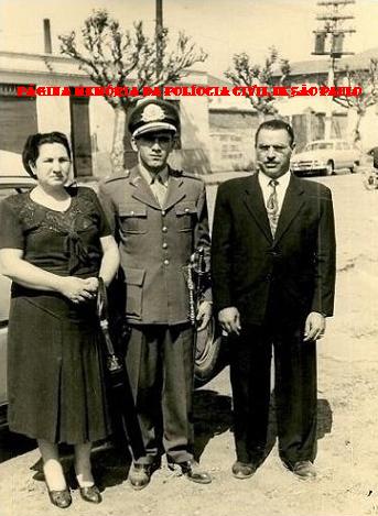 À partir da direita o Sub Delegado Abel Ferreira (ex vereador da Cidade de São Paulo) nomeado para a Delegacia do Belem em 1.937, seu filho então Tenente do EB Walter e sua nora Augusta. Foto da década de 60. ( Acervo de Waldevir Bernardo dos Santos).