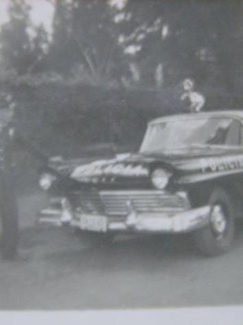 EM 1.963, VIATURA DA RÁDIO PATRULHA, COM O GUARDA CIVIL EDISON MORAES, que em 1.970 foi optou para a Polícia Civil. (enviada pelo filho do Sr. Edison, o Funcionário da Secretaria de Transportes Metropolitanos Robson de Moraes).