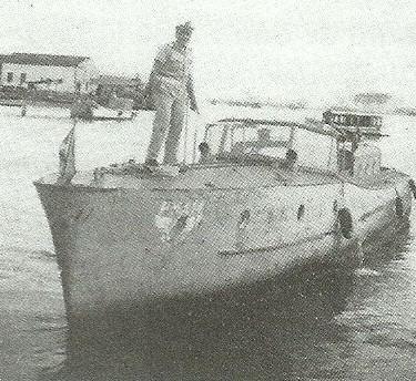 Antiga lancha da Polícia Marítima.