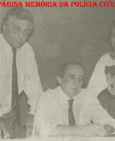 Delegacia de Estelionato da DIG- DEIC, final da década de 80. Sentado o Delegado Maurício Rosenkantz e Investigadores Waldir Tabachi e Maria Beatriz Teixeira Leite.