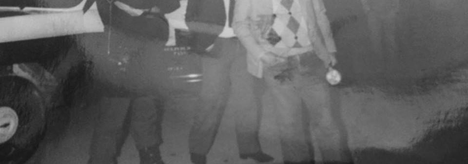 Equipe Marte F, com viatura Veraneio- Chevrolet, da antiga Divisão de Crimes Contra a Pessoa do DEIC, em meados dos anos 80. Em primeiro plano, o Delegado Titular Marco Antônio Desgualdo (Ex DGP) e ao lado, Delegado Baldomero Cortada Neto, atendendo um local de homicídios. Acervo da filha Investigadora Cinthia Desgualdo e colaboração da Investigadora Grazi.