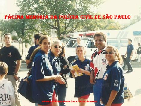 Equipe feminina de Volei do DEIC e DHPP, década de 90/00. À partir da esquerda Virgínia, Valéria Breves Santos , (?), técnico Osvaldinho Santos e (?).