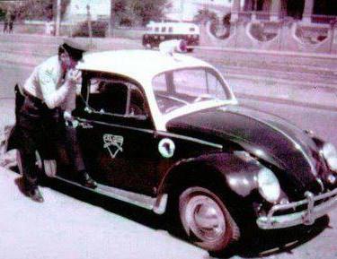 Rádio Patrulha, com Guarda Civil falando no rádio, na década de 60.