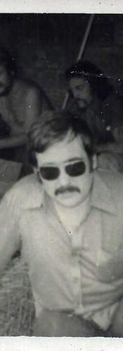 """Ademar, o """"Capitão Gancho"""", """"in memoriam"""", Investigadores Walter Lang e Zampollo. Em um sítio na localidade de Viúva Graça, Rio de Janeiro, em deligências para prender uma quadrilha de ladrões de Bancos."""